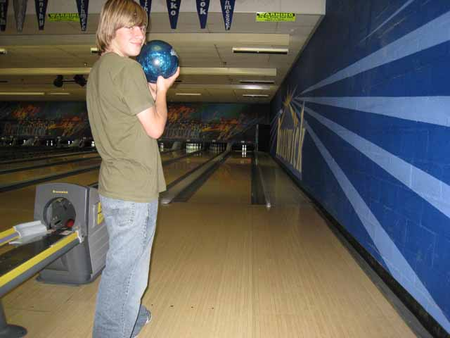 Click image for larger version  Name:bowling.jpg Views:84 Size:42.6 KB ID:52977