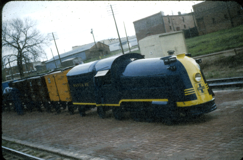 Click image for larger version  Name:Guthrie_Parade_train_unloaded_1_x.jpg Views:64 Size:405.4 KB ID:54274
