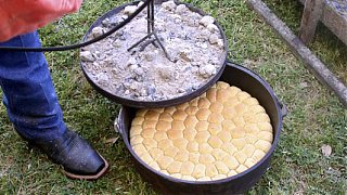 Click image for larger version  Name:dutchoven~biscuits.jpg Views:428 Size:99.1 KB ID:55336