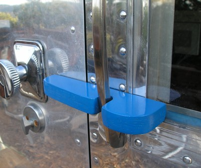 Click image for larger version  Name:Airstream.Door Latch and suicide Lock 002.jpg Views:121 Size:38.3 KB ID:56041