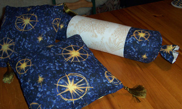 Click image for larger version  Name:Bed pillows.jpg Views:589 Size:66.5 KB ID:5660