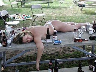 Click image for larger version  Name:drunk_naked_girl400.jpg Views:249 Size:41.2 KB ID:56699