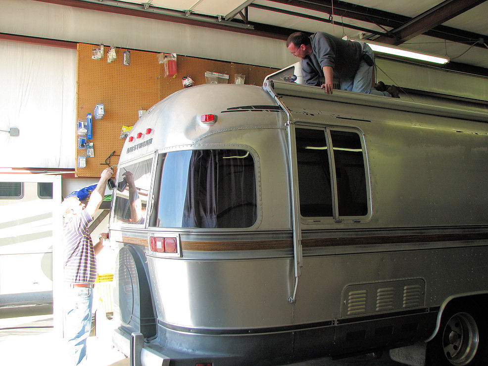 Click image for larger version  Name:3-21-08 Billy & Mike seal Airstream.JPG Views:70 Size:179.5 KB ID:56753