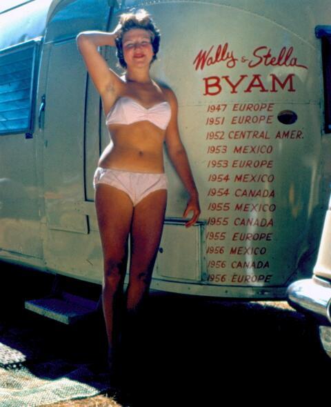 Click image for larger version  Name:WallyTrailer-Bikini-47ed6922.jpg Views:99 Size:35.7 KB ID:57181