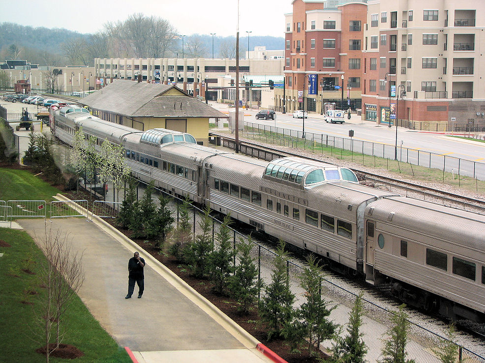 Click image for larger version  Name:Cool rail cars at convention center.JPG Views:97 Size:289.0 KB ID:57738