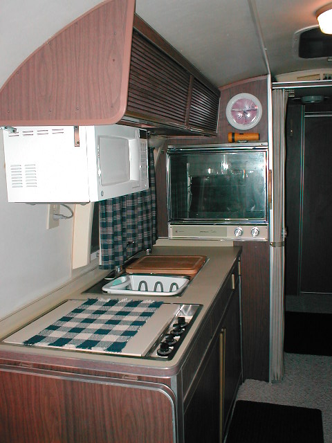 Click image for larger version  Name:airstream interior 008.jpg Views:612 Size:91.8 KB ID:585