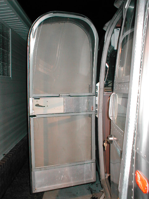 Click image for larger version  Name:airstream interior 023.jpg Views:502 Size:83.8 KB ID:586