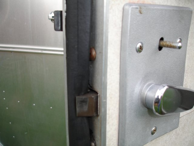 Click image for larger version  Name:gasket problem door 2.jpg Views:90 Size:35.2 KB ID:58775
