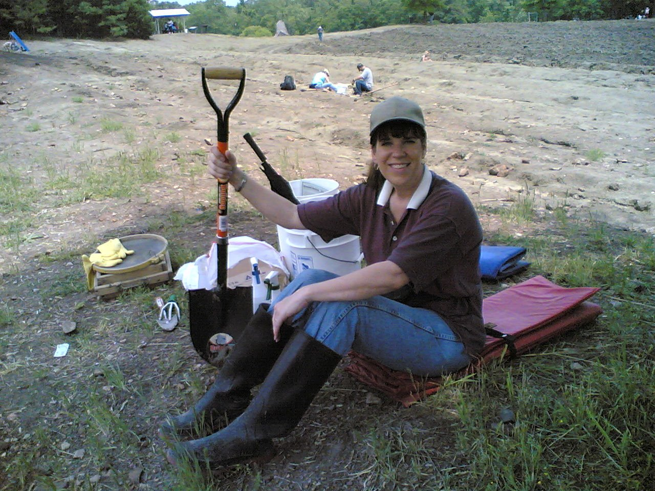 Click image for larger version  Name:Suz sits with shovel 5-10-08.jpg Views:75 Size:296.8 KB ID:60407