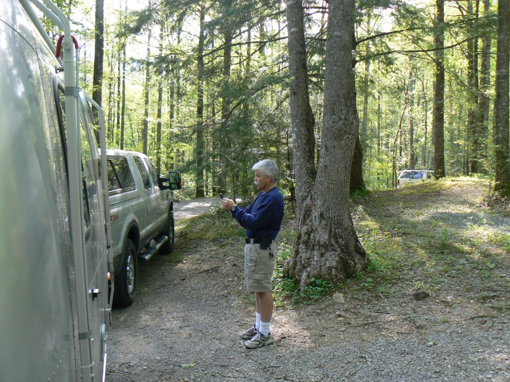 Click image for larger version  Name:jdt tries cell phone at Smokies.JPG Views:85 Size:278.3 KB ID:60778