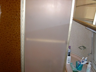 Click image for larger version  Name:shower door 006.JPG Views:91 Size:63.1 KB ID:62090