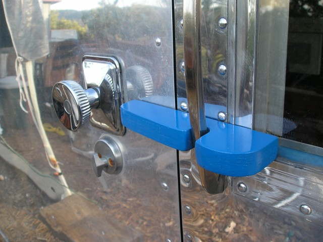 Click image for larger version  Name:Airstream.Door Latch and suicide Lock 002.jpg Views:192 Size:75.5 KB ID:63420
