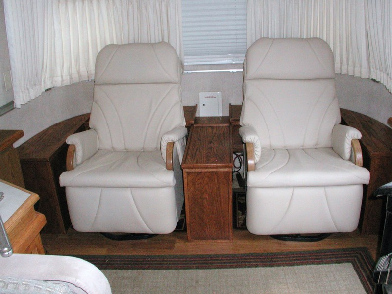 Click image for larger version  Name:Airstream recliner installation 006.JPG Views:449 Size:107.9 KB ID:64137
