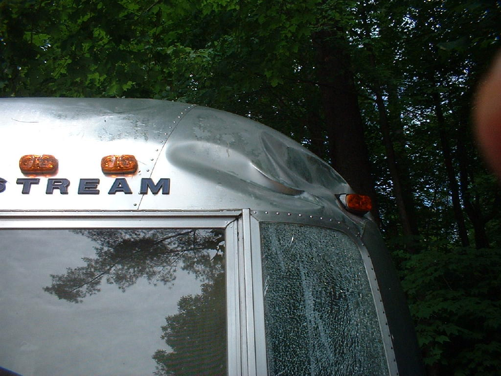 Click image for larger version  Name:airstream damage 001.jpg Views:75 Size:138.0 KB ID:64151