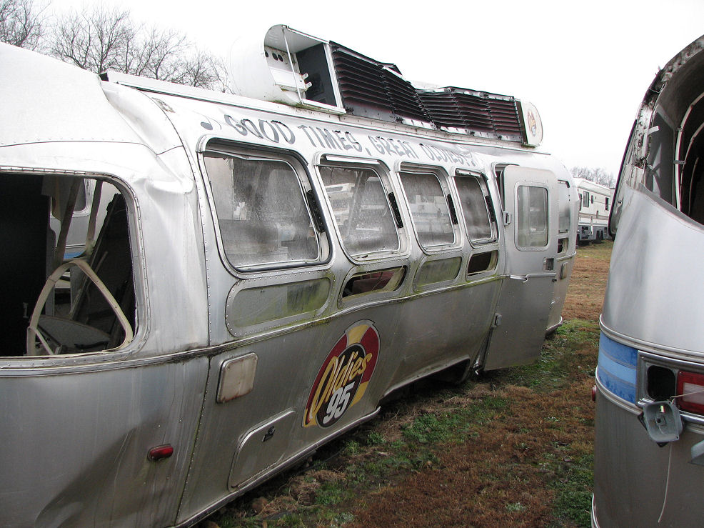 Click image for larger version  Name:Virgin Radio AS trailer after wreck R rear.jpg Views:472 Size:183.3 KB ID:64367