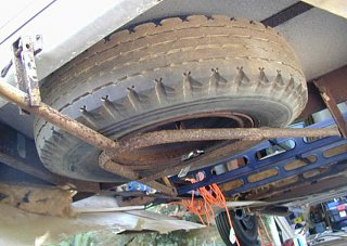 Click image for larger version  Name:undermounttire_2.jpg Views:365 Size:45.3 KB ID:649