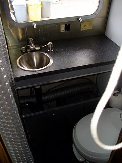 Click image for larger version  Name:bathroom.JPG Views:140 Size:294.9 KB ID:65005