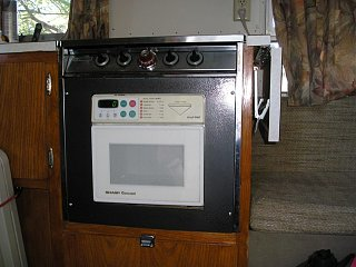 Click image for larger version  Name:Airstream Microwave 'Oven' 005.jpg Views:96 Size:65.6 KB ID:65133