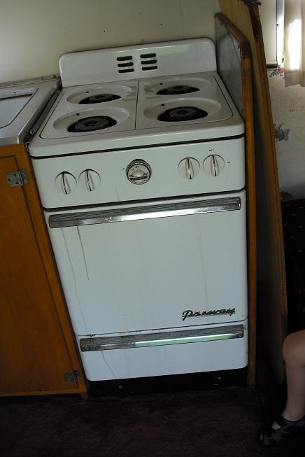 Click image for larger version  Name:stove.JPG Views:116 Size:36.5 KB ID:65342