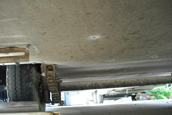 Click image for larger version  Name:axle curbside.JPG Views:124 Size:49.8 KB ID:65346