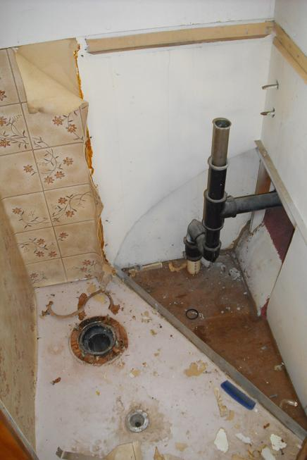 Click image for larger version  Name:bath disassemble.JPG Views:110 Size:37.8 KB ID:65347