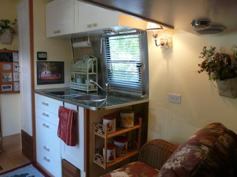Click image for larger version  Name:inside galley.jpg Views:222 Size:28.1 KB ID:66220