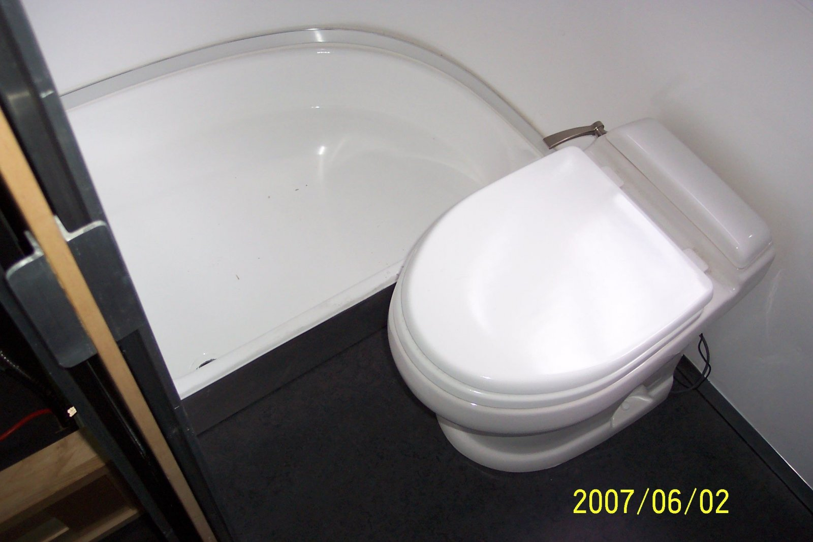 Click image for larger version  Name:pan toilet 1.jpg Views:95 Size:143.5 KB ID:67311
