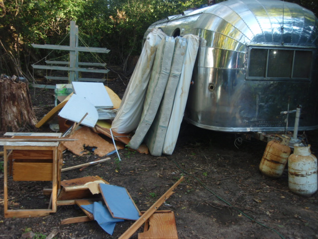Click image for larger version  Name:Airstream Gutting 001.jpg Views:357 Size:154.2 KB ID:67320