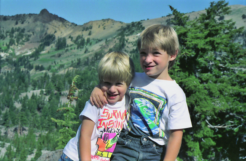 Click image for larger version  Name:Kevin & Michael, along trail to Bumpass Hell, Lassen Volcanic NP, SHA Co., CA.jpg Views:70 Size:388.8 KB ID:67380