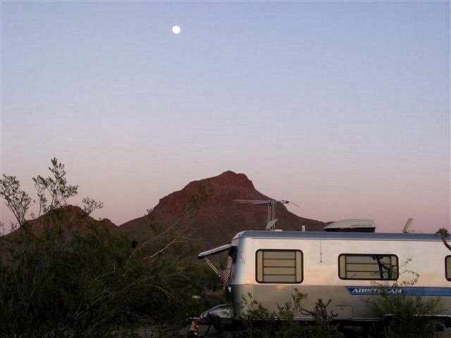 Click image for larger version  Name:2007%20April%20Fool%27s%20Airstream%20Rally%20034.jpg Views:80 Size:75.9 KB ID:68187