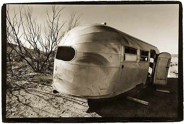 Click image for larger version  Name:AIRSTREAM AT THE BAGDAD CAFE RT.66.jpg Views:68 Size:84.5 KB ID:68617
