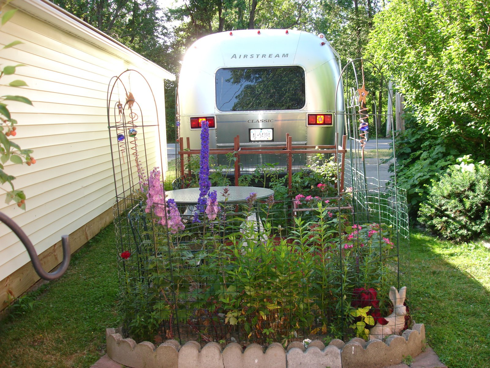 Click image for larger version  Name:6-30-07  TRLR. GARDEN 004.jpg Views:81 Size:585.9 KB ID:68741