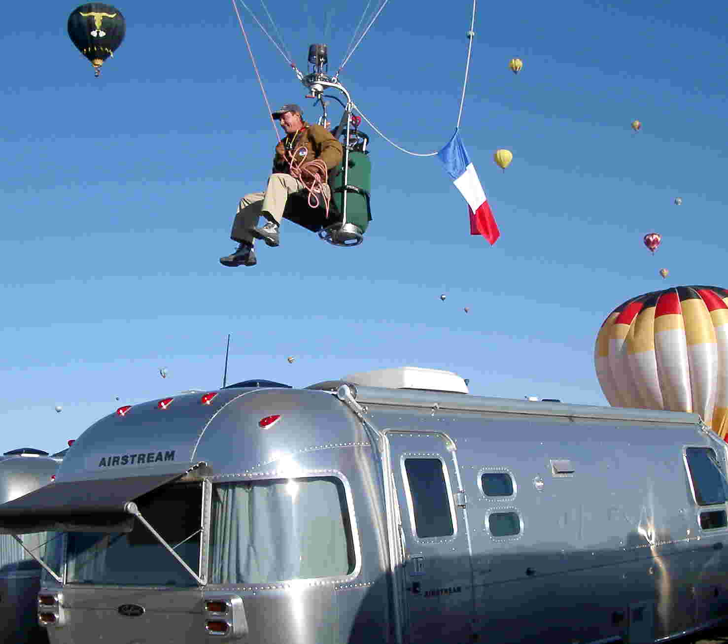 Click image for larger version  Name:Parisian balloonist buzzes airstream.jpg Views:87 Size:58.5 KB ID:69058