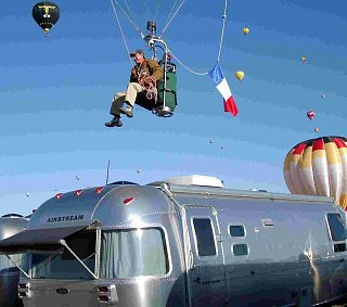 Click image for larger version  Name:Parisian balloonist buzzes airstream.jpg Views:109 Size:58.5 KB ID:69058