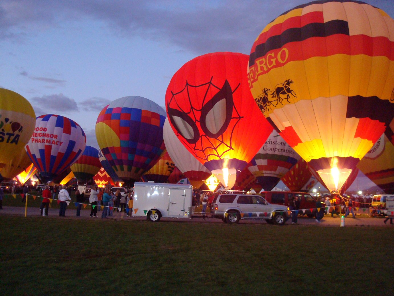 Click image for larger version  Name:balloonglow.jpg Views:68 Size:294.5 KB ID:69064
