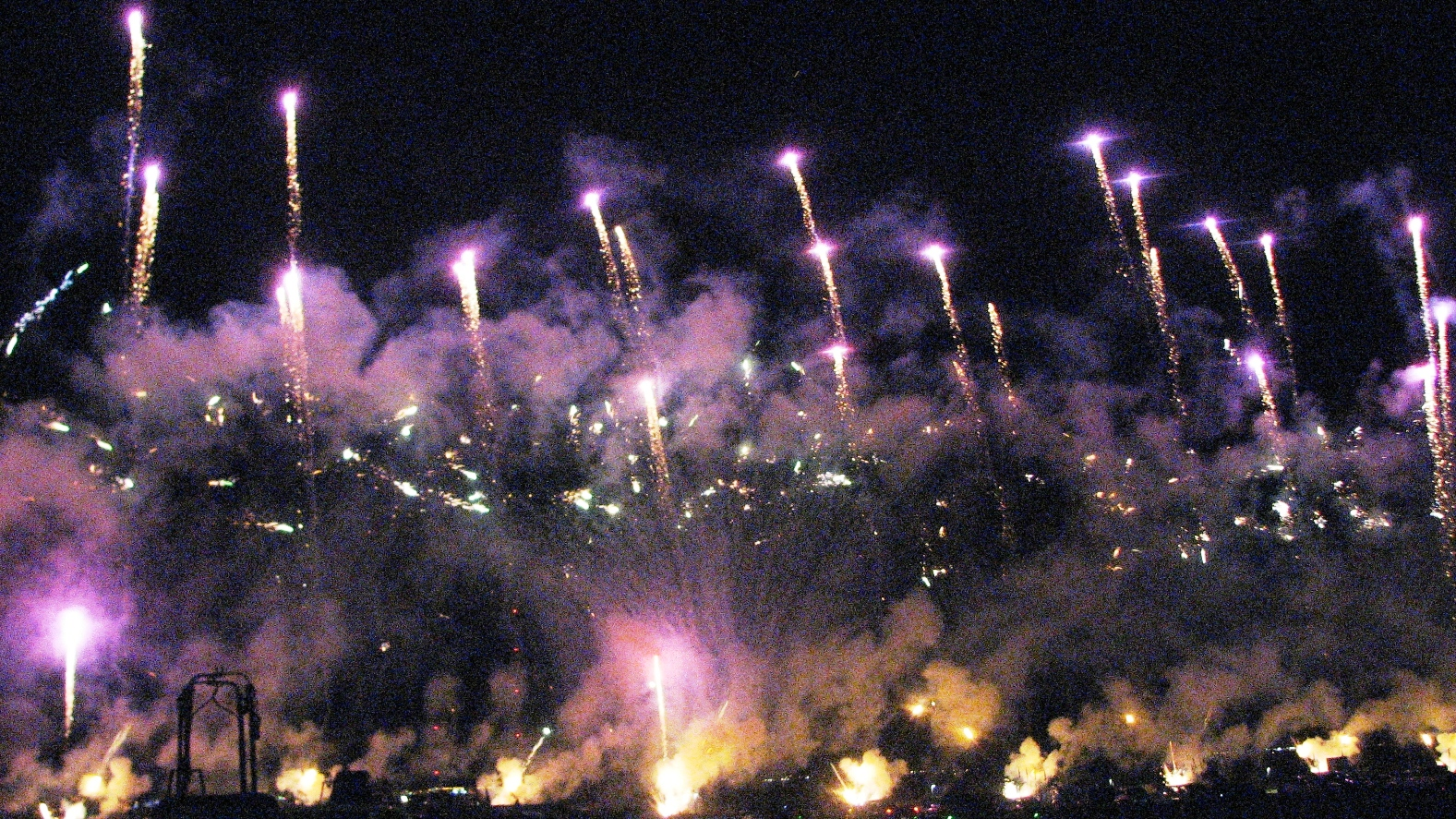 Click image for larger version  Name:fireworks1.jpg Views:76 Size:1.13 MB ID:69168