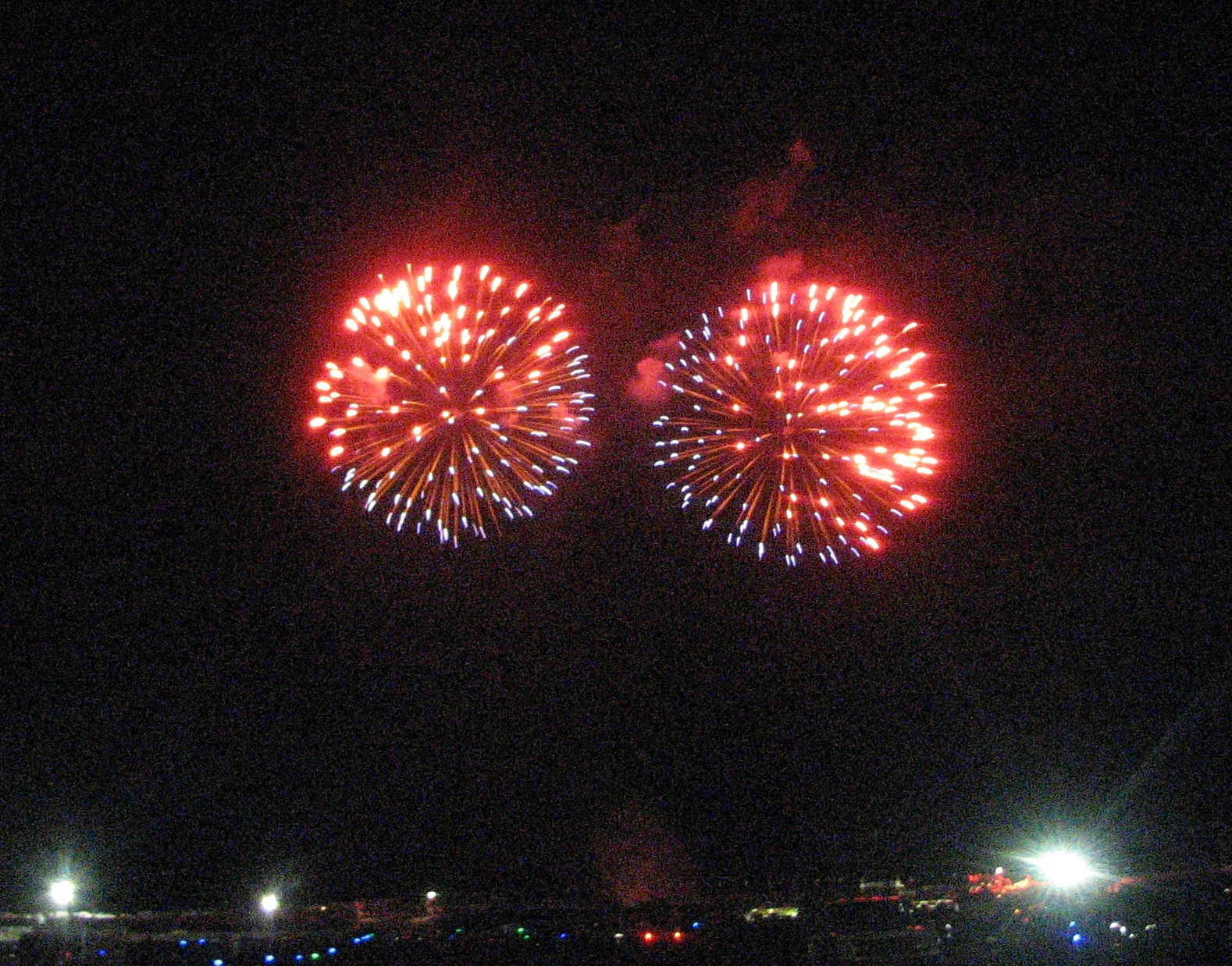 Click image for larger version  Name:fireworks2.jpg Views:83 Size:1.26 MB ID:69169