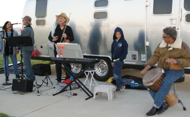 Click image for larger version  Name:NorCal Airstream Rally. Jackson Rancheria - Oct 8 - 14, 2008 162.jpg Views:88 Size:121.8 KB ID:69378