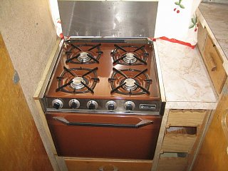 Click image for larger version  Name:Stove & Drawers.JPG Views:192 Size:76.6 KB ID:70020