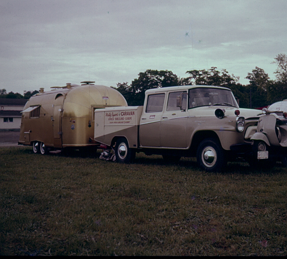 Click image for larger version  Name:Gold Airstream.jpg Views:176 Size:506.1 KB ID:70376