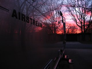 Click image for larger version  Name:airstream_sunset.jpg Views:154 Size:218.5 KB ID:72004