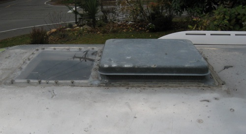 Click image for larger version  Name:Roofvent03sm.jpg Views:95 Size:43.5 KB ID:72234