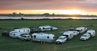 Click image for larger version  Name:landcruisers.jpg Views:1625 Size:50.7 KB ID:72771