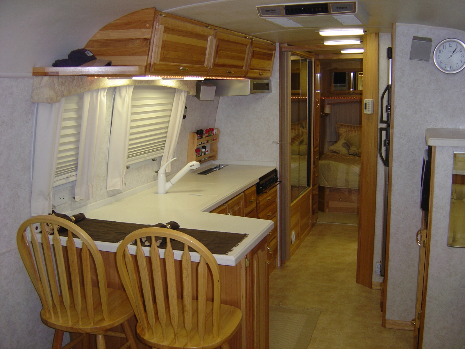 Click image for larger version  Name:AIRSTREAM_PICTURES002.JPG Views:152 Size:1.26 MB ID:73349