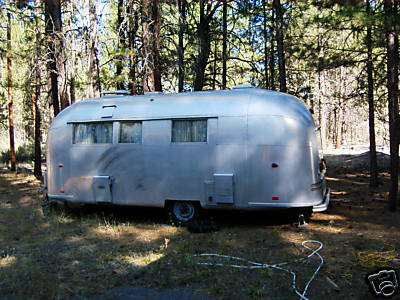 Click image for larger version  Name:1961 Airstream Safari (Street Side) As Found 112208.jpg Views:80 Size:36.1 KB ID:73452