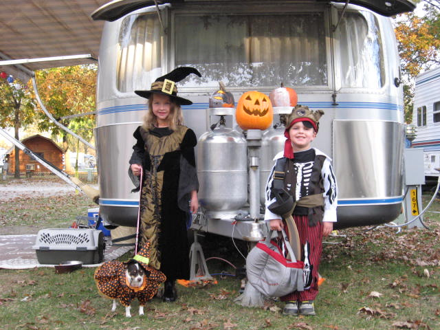 Click image for larger version  Name:halloween2 008.JPG Views:73 Size:90.1 KB ID:73940