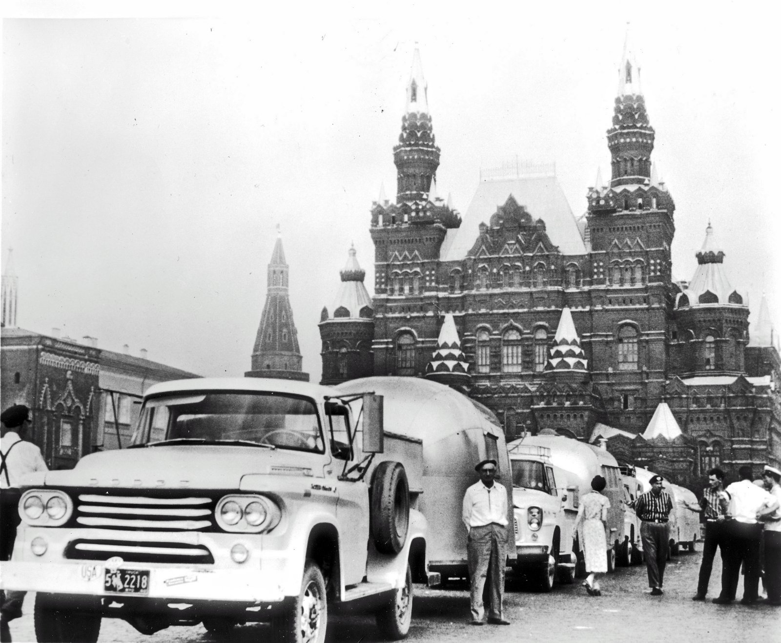Click image for larger version  Name:scan0008 african caravanners in moscow.jpg Views:288 Size:330.3 KB ID:73991