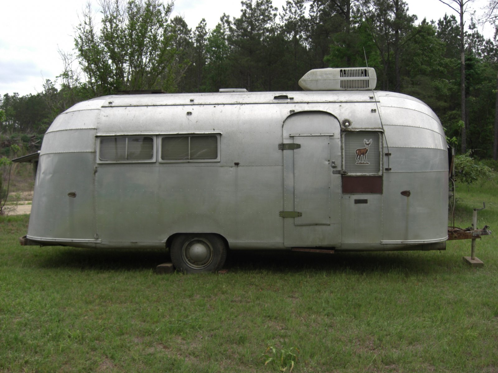 Click image for larger version  Name:1955 airstream 4-27p08 007.jpg Views:185 Size:297.6 KB ID:74024