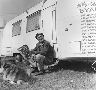 Click image for larger version  Name:1956 European Caravan Wally and Stel and their White Airstream (2).jpg Views:123 Size:378.8 KB ID:74309