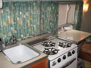 Click image for larger version  Name:Airstream Galley.jpg Views:101 Size:331.6 KB ID:74315